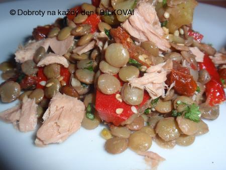 Čočkovo-paprikový salát s tuňákem