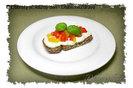 Mozzarellová pomazánka s paprikami