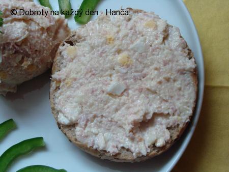 Česnekovo-salámovo-sýrová pomazánka
