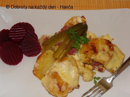 Zapečené brambory s cuketou a paprikou