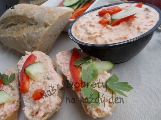 Pomazánka ze sýra  s modrou plísní a zeleninou
