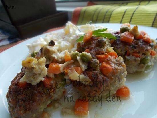 Karbanátky s uzenými korbáčiky a zeleninou