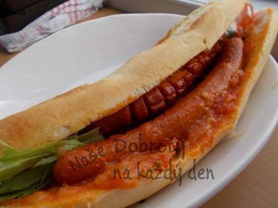 Grilovaný hot  - dog se výbornou domácí salsou
