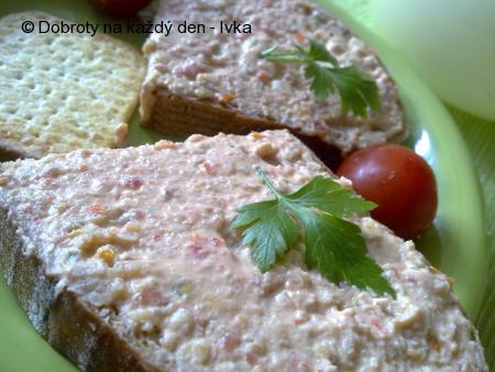 Svačinková pomazánka z drůbežího masa s arašídama a zeleninkou