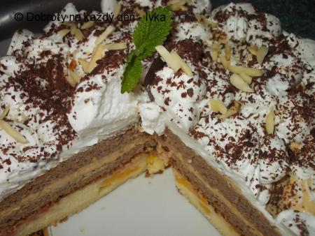 Sváteční dvoubarevný dort s karamelovým krémem a broskvemi