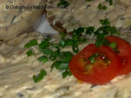 Bramborová pomazánka se smetanou a sýry