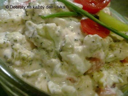 Brokolicový salát s balkánským sýrem