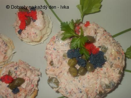 Chuťovky  s tuňákem, kapary a zakysanou smetanou