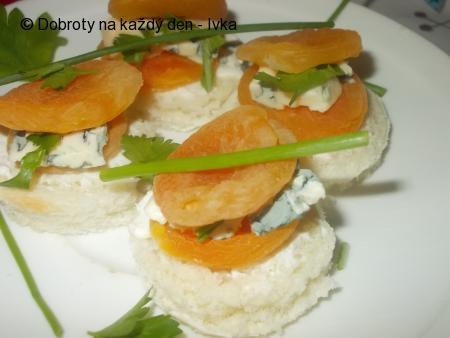 Meruňkové chuťovky, plněné nivou a fetou