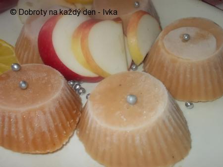 Šťavnatý sorbet  z jablek,  medu,  mandarinkové a citronové šťávy / nebo  jako zmrzlina s jogurtem/