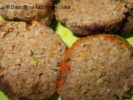 Mleté kuřecí kouličky s jatýrkama a zeleninou
