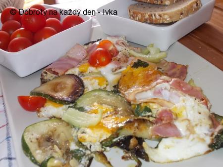 Cuketovo- špenátová omeleta  s paprikami, slaninou a vejci