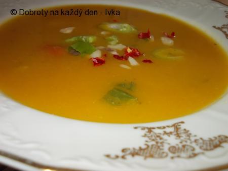 Dýňová polévka s chilli papričkou