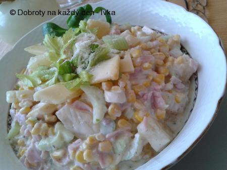 Vitamínový salát s řapíkatým celerem a ananasem