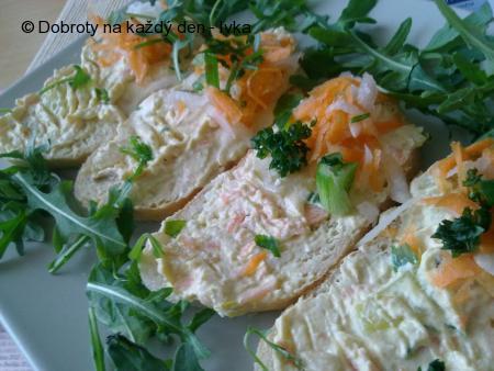 Jarní, barevná, zeleninovo-tvarohovo-bramborová pomazánka