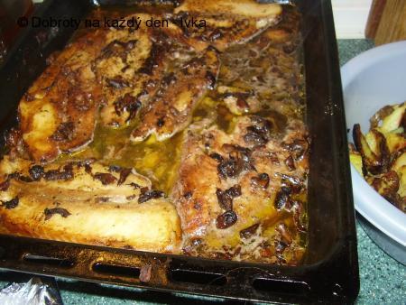 Treska na hříbkách, pečená v  máslovo-olivové směsi