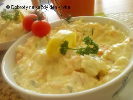 Lehký,svěží mrkvovo-kedlubnový salátek se sýrem