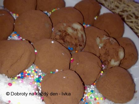 Bramborovo-čokoládové kuličky s marcipánovým kabátkem