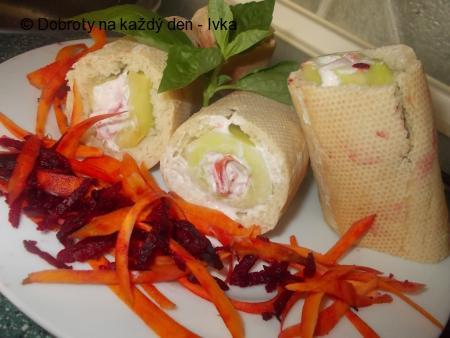 Plněné bagety s okurkou a mrkví