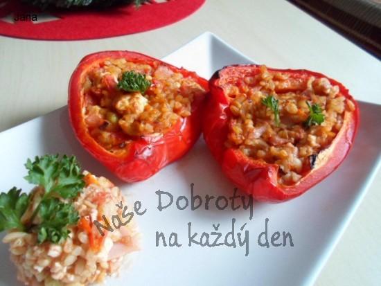 Pečené papriky s bulgurem a balkánským sýrem