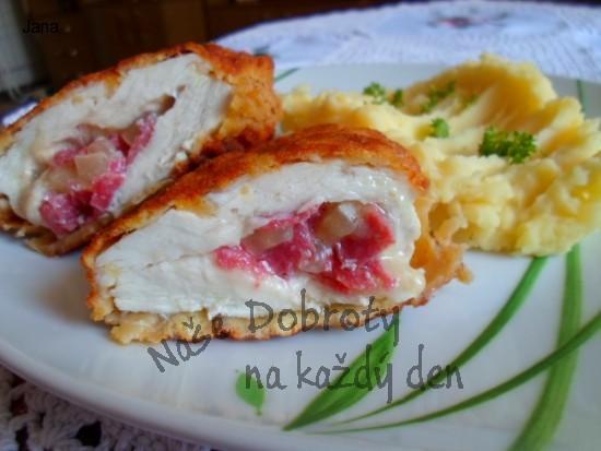 Kuřecí prsíčko plněné tvarůžkami a pikantním salámem
