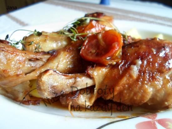 Kuřecí stehýnka na sušených rajčatech a tymiánu