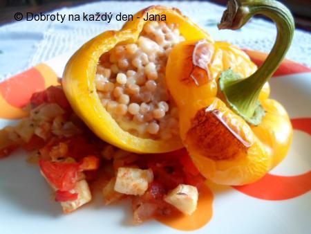 Paprika s tarhoňou a sýrem pečená v zelenině