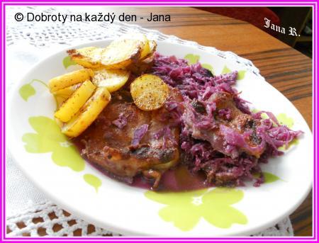 Kuřecí maso na červeném zelí