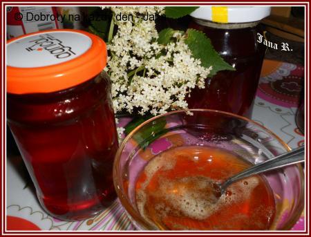 Med z květů bezu