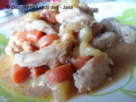 Krůtí nudličky s mrkví a cuketou