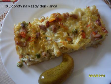 Zapečené těstoviny s kuřecím masem a zeleninou