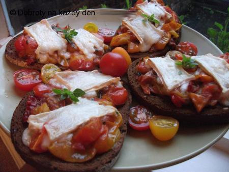 Bruscheta s rajčatovou směsí