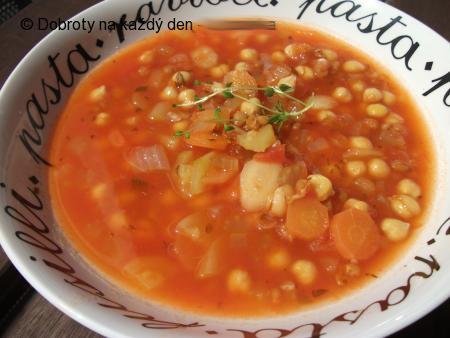 Zeleninová polévka s pšenicí a cizrnou