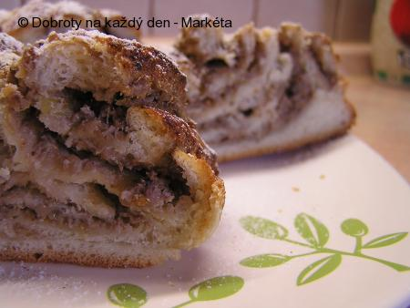 Ořechovo-rebarborové copánky