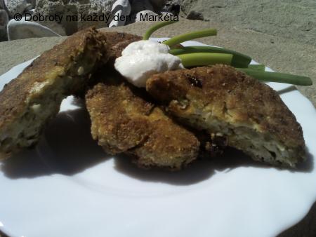 Brokolicovocelerové placky s jarní cibulkou a rýží