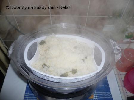 rýže v parním hrnci