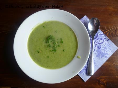 rychlá brokolicová polévka bez smetany