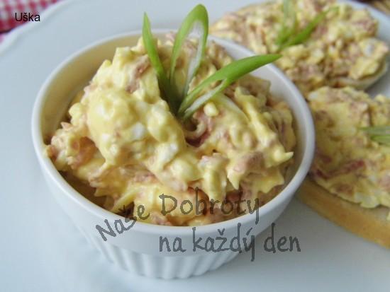 Sýrová pomazánka s uzeninou,vejci a bílou ředkví