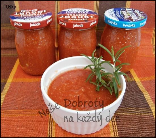 Rajčatové pyré s pečeným česnekem