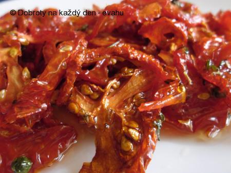 Sušená rajčata se zeleným pepřem v oleji