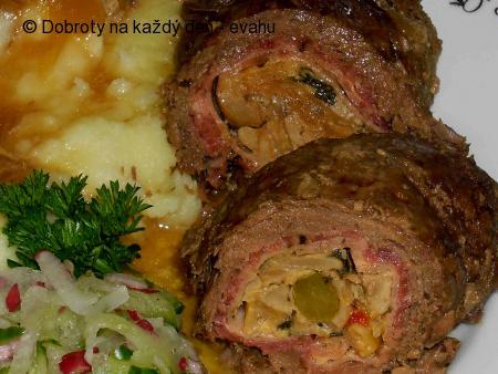 Hovězí roláda se zeleninou a pýchavkou