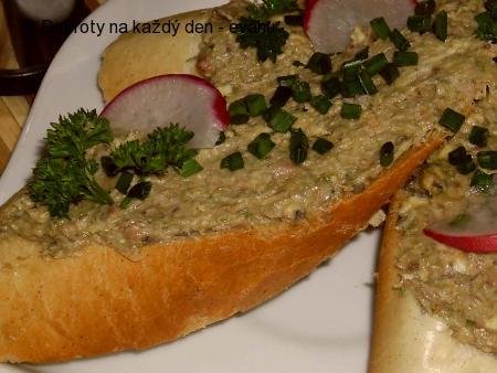 Pomazánka ze sardinek s chilli  a medvědím česnekem