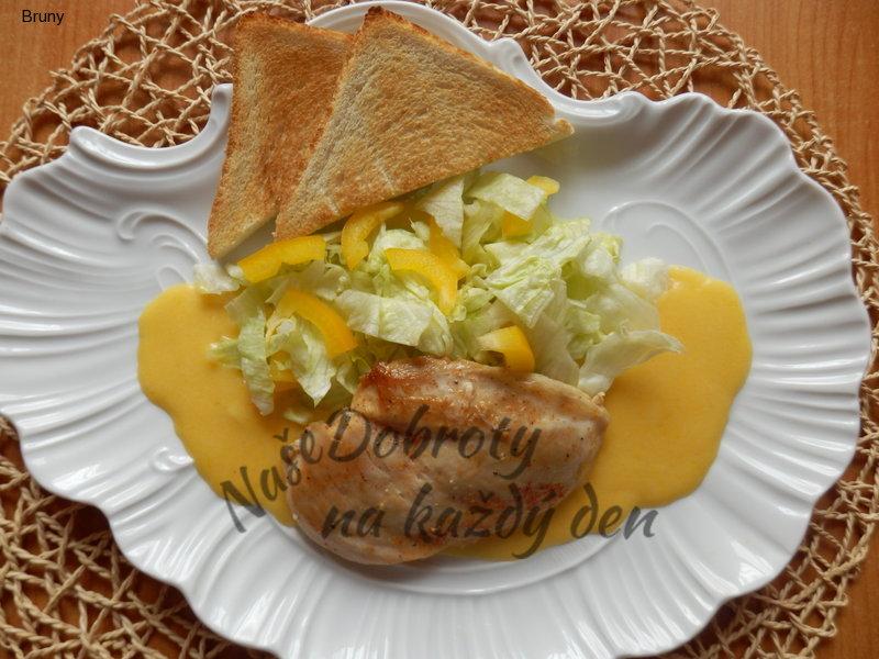 Ledový salát s kuřecím plátkem v pomerančové omáčce