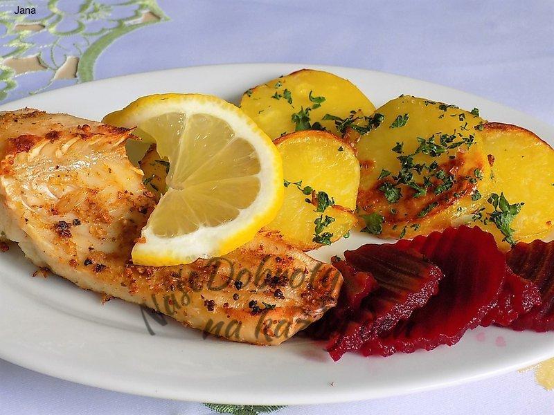 Kapr s citronovým pepřem s petrželovými brambory