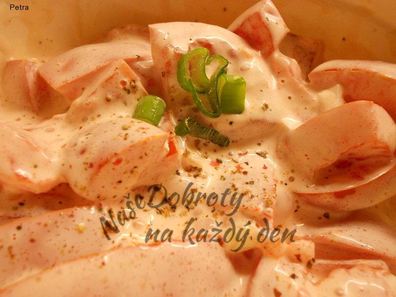 Rajčatový salát s majonézou a medovou hořčicí