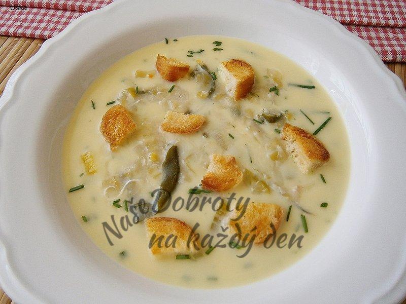 Zeleninová polévka z cukety a pórku