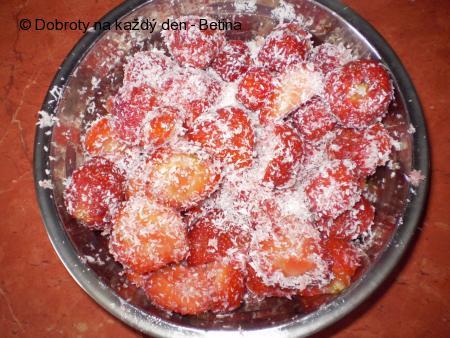 Lehká jahodo- kokosová bublanina.