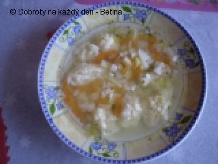Polévka s krupicovými knedlíčky