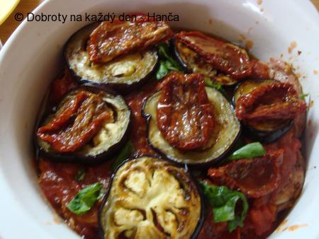 Zapečené kuřecí s lilkem a rajčaty
