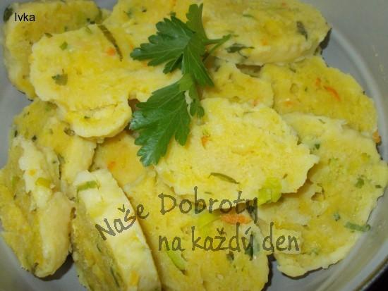 Bramborové knedlíky ( s mrkví, bylinkami a sýrem) pro malé i velké jedlíky
